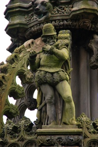 Holyroodhouse flute statue